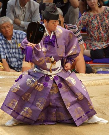 A gyoji referee at a professional sumo tournament (Photo credit: Wikimedia Commons)
