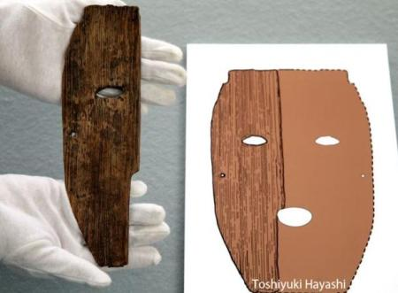 The wooden mask fragment and an artist's reconstruction of the full mask (Image credit: Toshiyuki Hayashi)