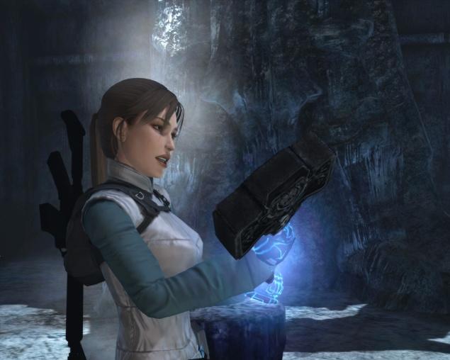 Lara Croft wielding Mjolnir