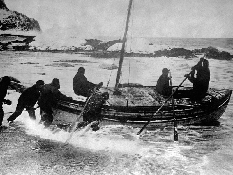 Leaving Elephant Island on the 'James Caird' (Image credit: Frank Hurley/Wikimedia Commons)