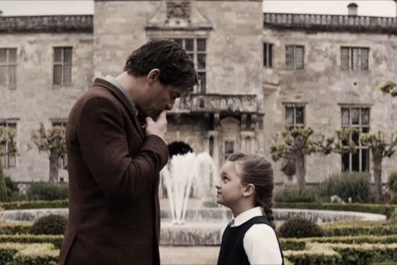Lord Richard Croft (Dominic West) and young Lara Croft (Maisy De Freitas) share a moment together on the Croft Manor grounds