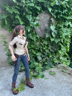 christophe-croft-lara-croft-tonner-doll-09