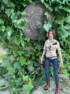 christophe-croft-lara-croft-tonner-doll-10