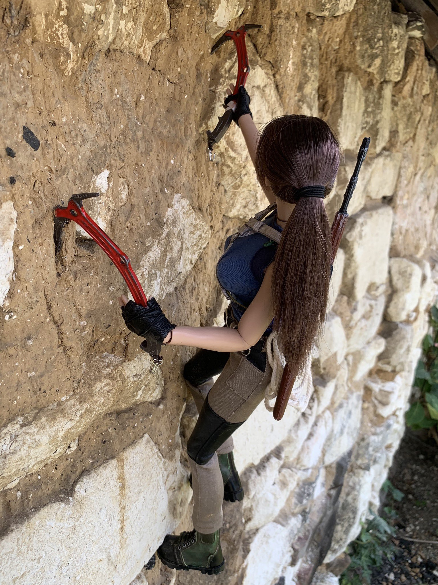 christophe-croft-lara-croft-tonner-doll-12