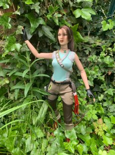 christophe-croft-lara-croft-tonner-doll-17