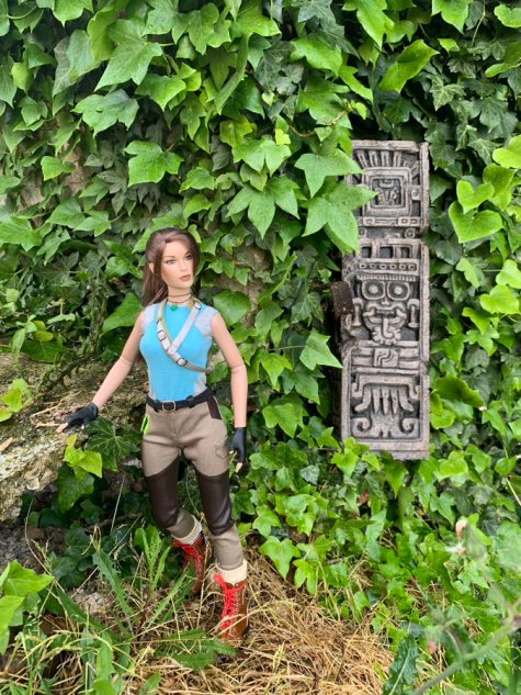 christophe-croft-lara-croft-tonner-doll-18